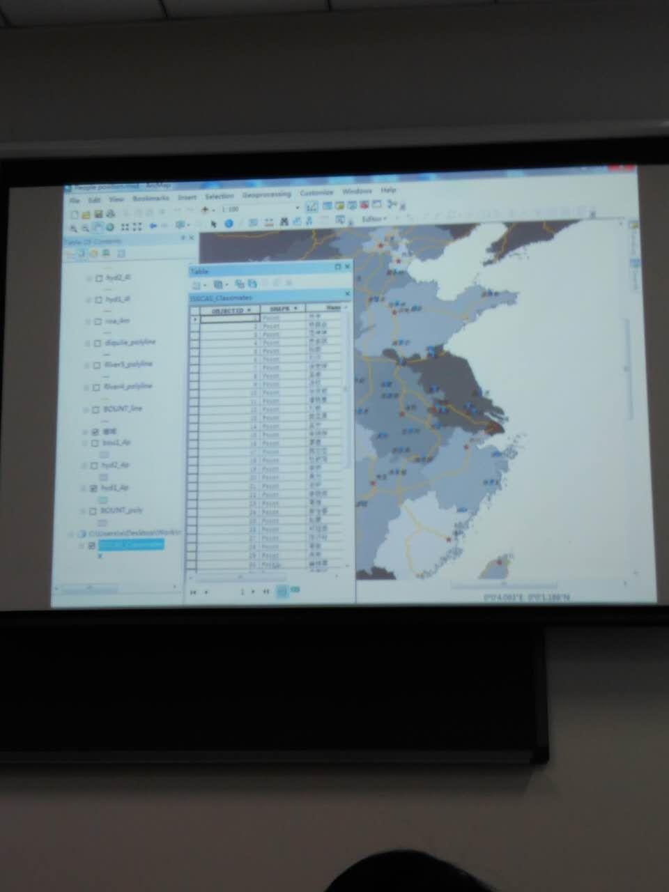 谢恩泽同学展示自己做的班级同学信息图
