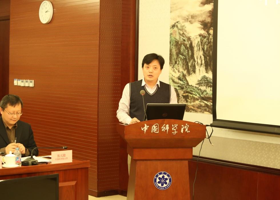 国科大科研处处长林晓宣读国科大校长办公会关于成立中国科学院大学环保技术联盟的决议